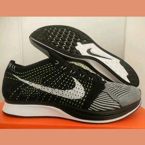 Nike Flyknit Racer Black White Oreo